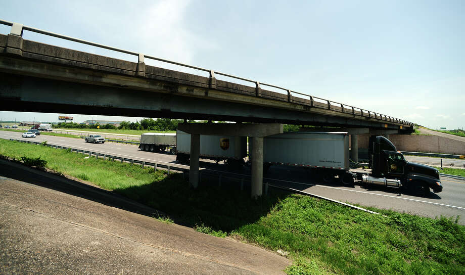 Cars pass under the Major Drive overpass on Interstate 10 on Monday afternoon. A plan to reverse the roadways' positions with an I-10 overpass over Major Drive is still several years away from realization. Photo taken Monday 7/28/14 Jake Daniels/@JakeD_in_SETX Photo: Jake Daniels / ©2014 The Beaumont Enterprise/Jake Daniels