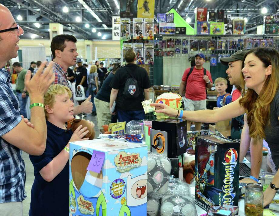 Check the schedule first to decide how you want to plan your visit to a comic convention. Photo: Wizard World / Peter Tisserand