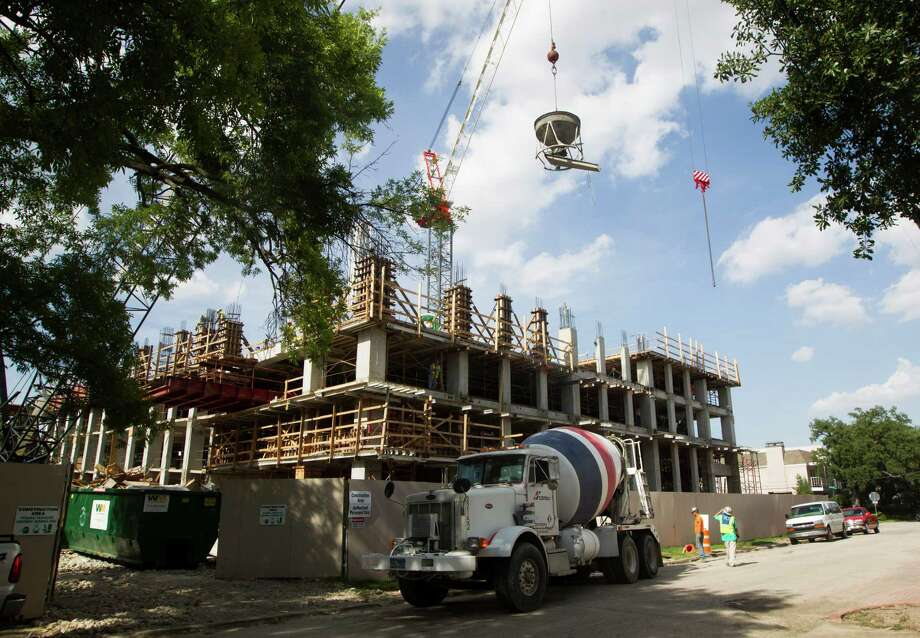 A new lawsuit says the San Felipe Place tower will cause an increase in traffic and harm the character of its neighborhood. Photo: J. Patric Schneider, Freelance / © 2014 Houston Chronicle