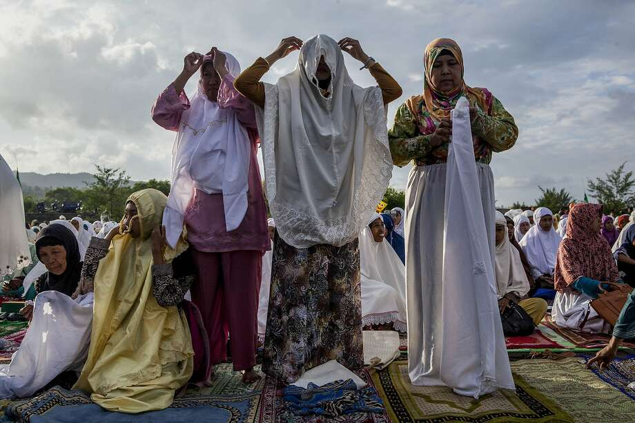 YOGYAKARTA, INDONESIA - JULY 28: Indonesian muslims women attend Eid Al-Fitr prayer on 'sea of sands' at Parangkusumo beach on July 28, 2014 in Yogyakarta, Indonesia. Eid Al-Fitr, marks the end of Ramadan, the Islamic month of fasting and begins after the sighting of a new crescent moon. On this day, Muslims in countries around the world start the day with prayer and spend time with family, offer gifts and often give to charity.(Photo by Ulet Ifansasti/Getty Images) *** BESTPIX *** Photo: Ulet Ifansasti, Getty Images