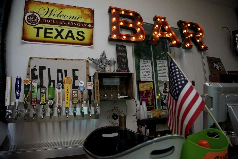 The bar at Taps Y Tapas. Photo: Xelina Flores-Chasnoff, For The San Antonio Express-News / San Antonio Express-News