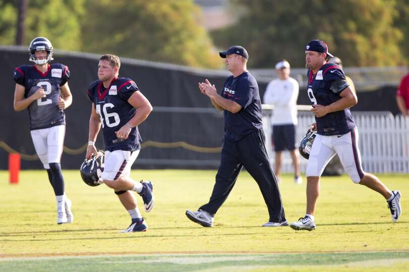 Day 4: July 29   Texans head coach Bill O'Brien, flanked by kicker