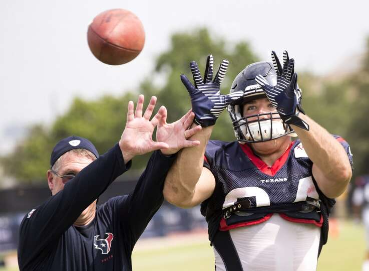 Day 4: July 29   Texans tight end Ryan Griffin (84) reaches out to