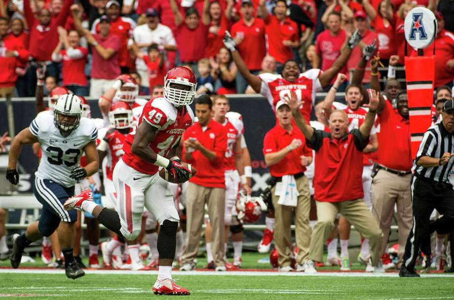 Linebacker Derrick Mathews contributes to UH's ballhawking 2013 defense by returning an interception for a touchdown against BYU. Photo: Smiley N. Pool, Staff / © 2013  Houston Chronicle