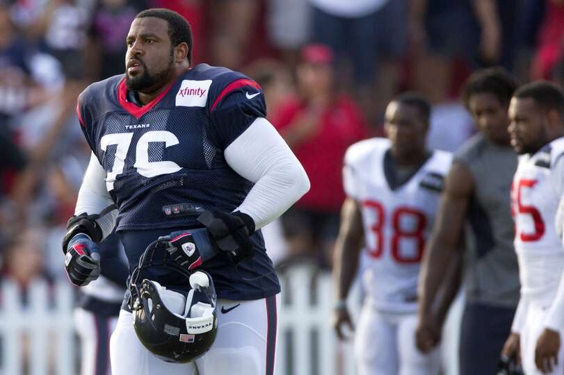 Texans tackle Duane Brown (76) jogs onto the field for practice.