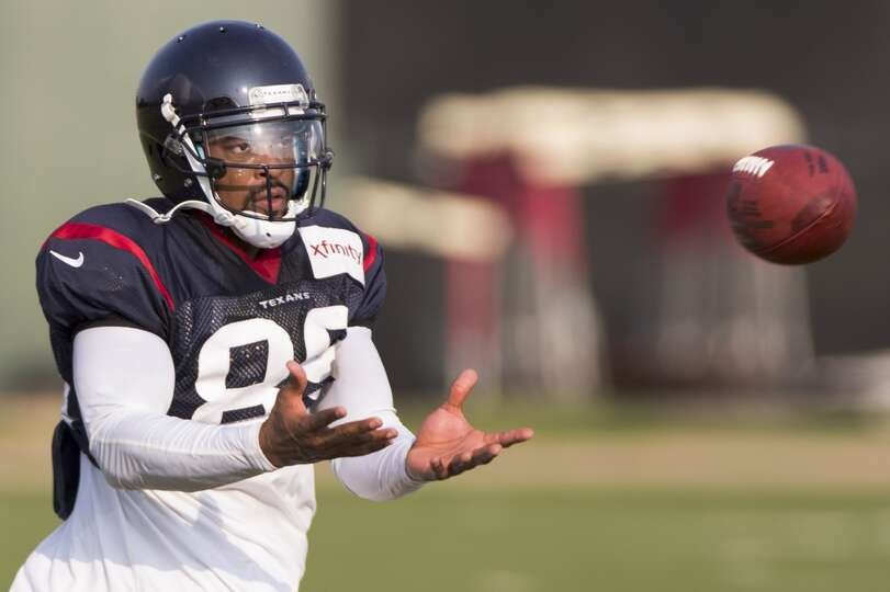 Texans wide receiver Mike Thomas reaches out to catch a pass.