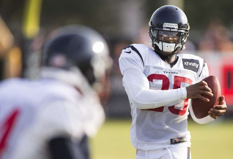 Texans cornerback Kareem Jackson (25) makes a catch.
