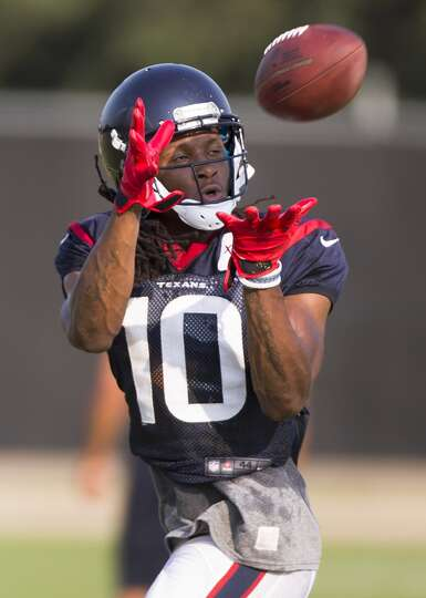 Texans wide receiver DeAndre Hopkins reaches out to make a catch.