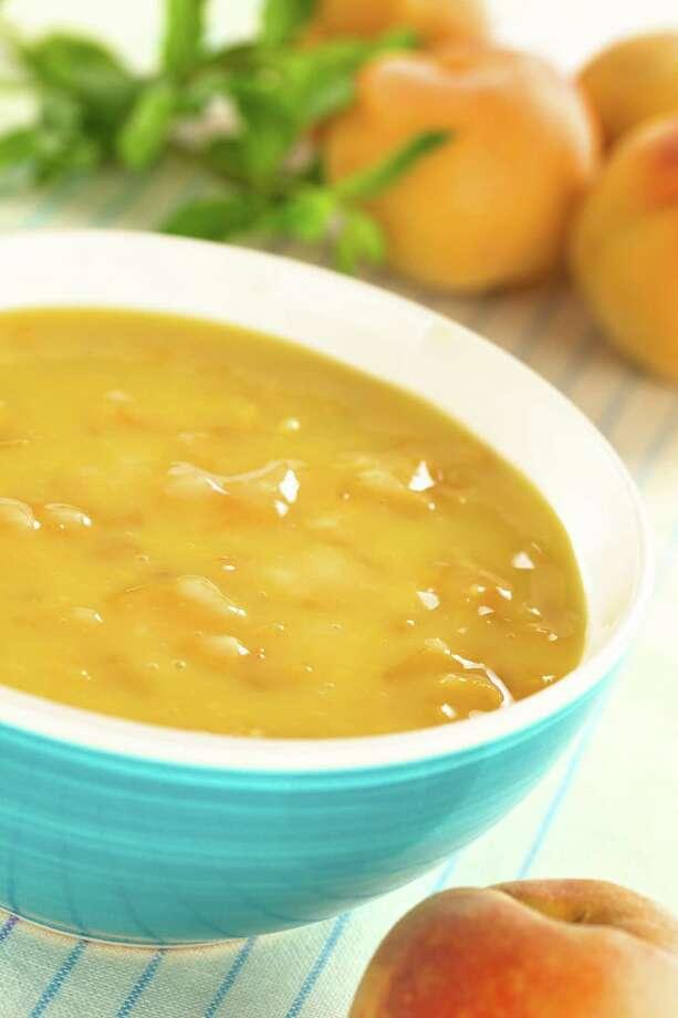 Cold peach soup / Fotolia Photo: Ildi Papp / Ildi - Fotolia
