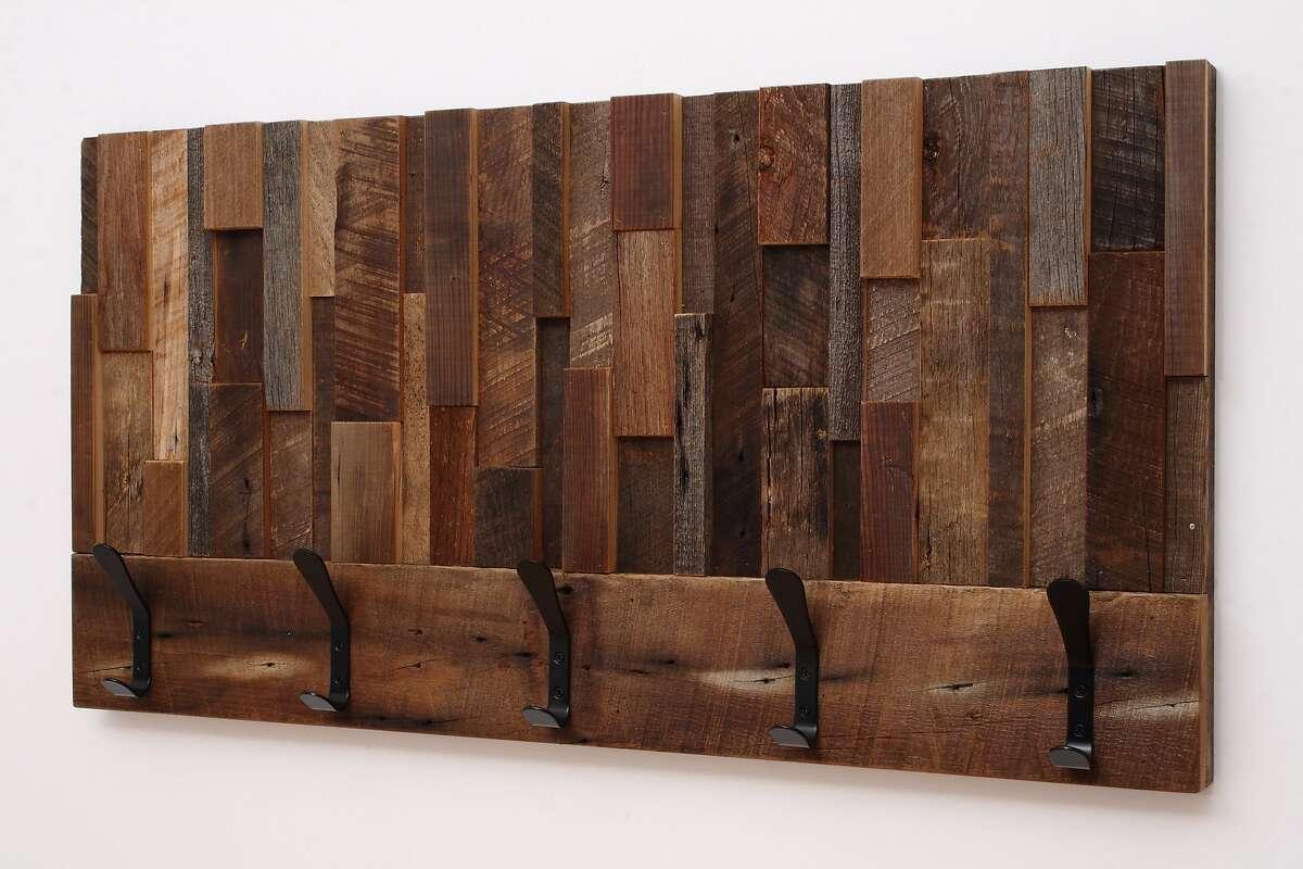 Reclaimed wood coat rack from CarpenterCraig (https://www.etsy.com/ca/shop/CarpenterCraig)