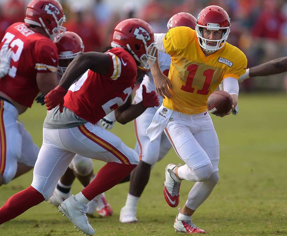 Alex Smith hands off to Jamaal Charles at practice. Photo: Todd Weddle, Associated Press