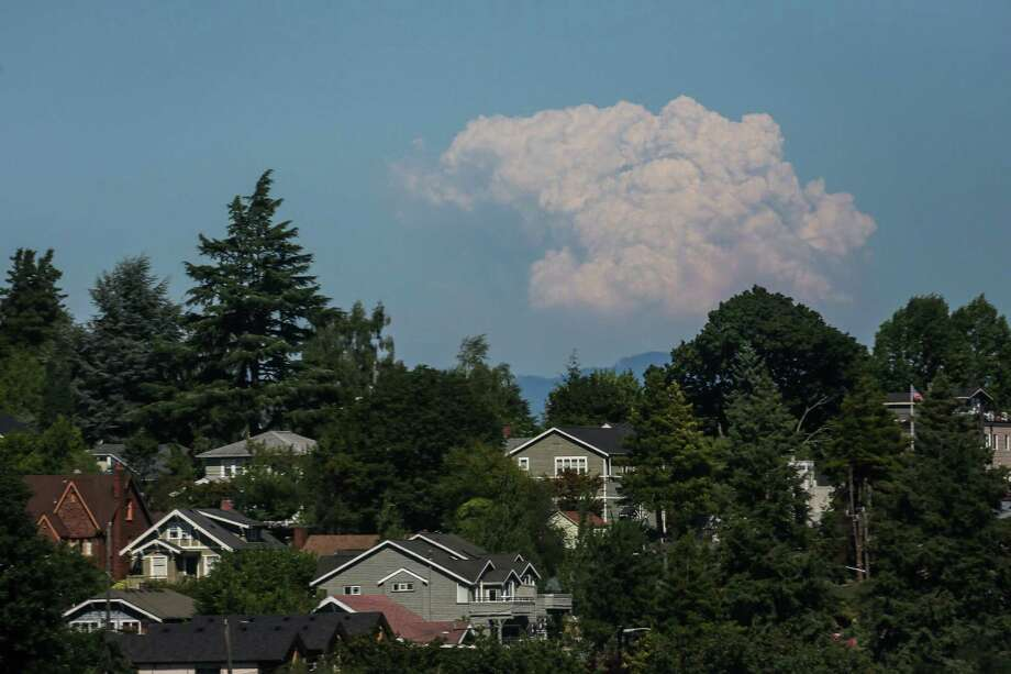 A rising smoke plume from the Chiwakum Fire Complex is seen from University District in Seattle on July 30, 2014. Photo: JOSHUA BESSEX, SEATTLEPI.COM / SEATTLEPI.COM