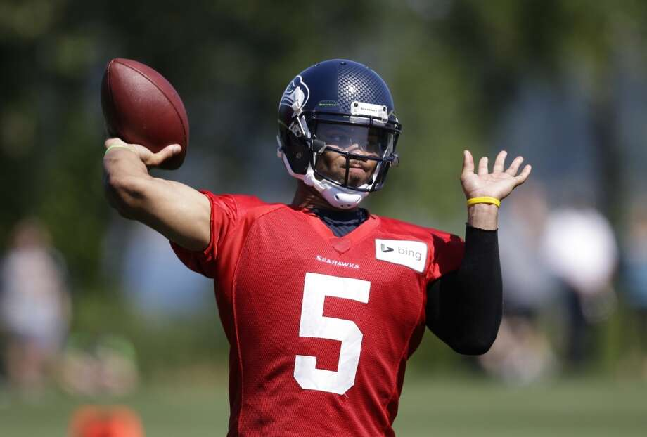 Daniels prepares to throw the ball at Seahawks training camp on Saturday, July 26, 2014. Photo: Elaine Thompson, Associated Press