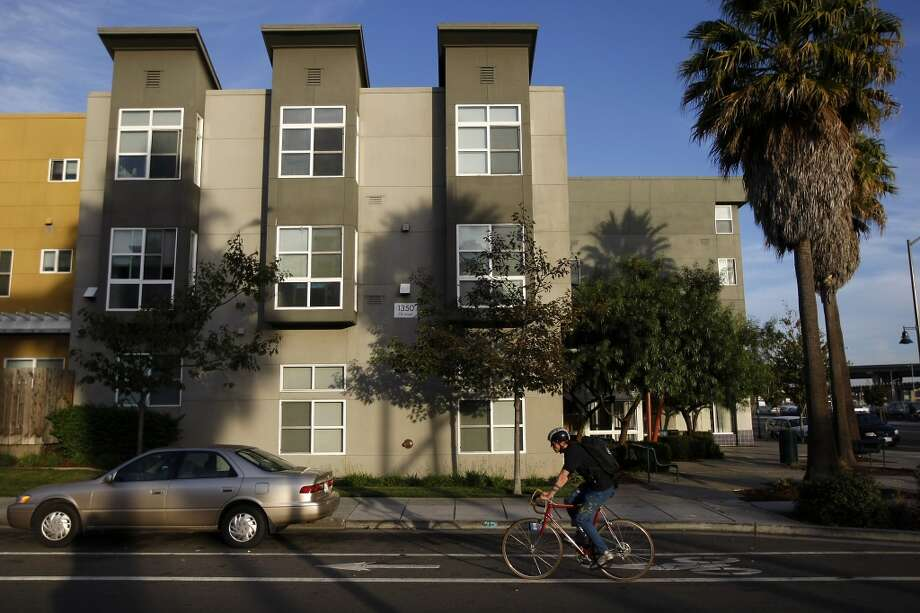 RENT PRICES: While rents have increased in the East Bay, they still remain well below San Francisco averages. Renting a one bedroom in Alameda or Oakland won't require you to take out a loan. Photo: Michael Short, The Chronicle