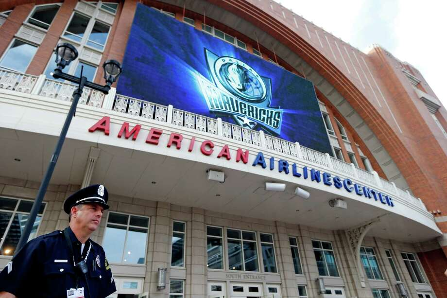 A Dallas police detective stands outside American Airlines Center in 2013, in Dallas. Photo: Sharon Ellman