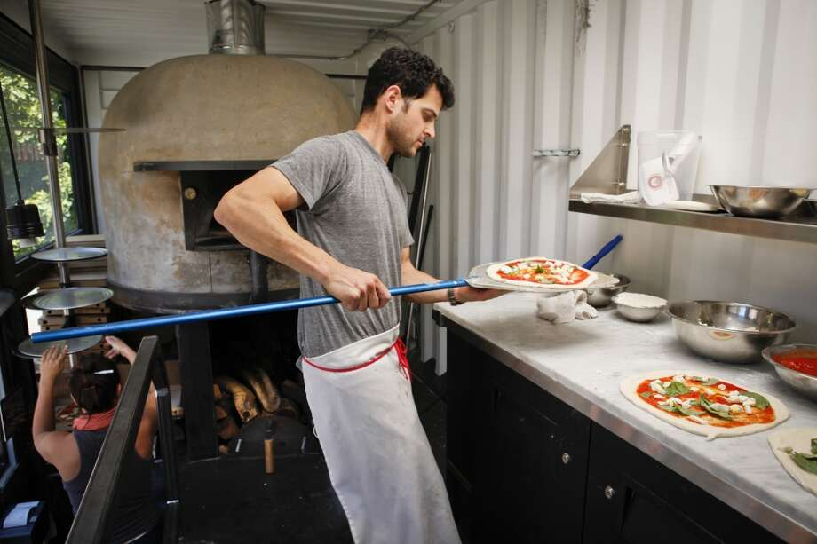 Del Popolo: Margherita Pizza - crushed tomatoes, fresh mozzarella, basil Photo: Russell Yip, The Chronicle