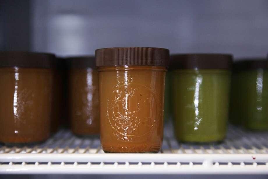 Living Greens: Fresh-Pressed Juices, Detox Tea, Thai Coconuts Photo: Lea Suzuki, The Chronicle