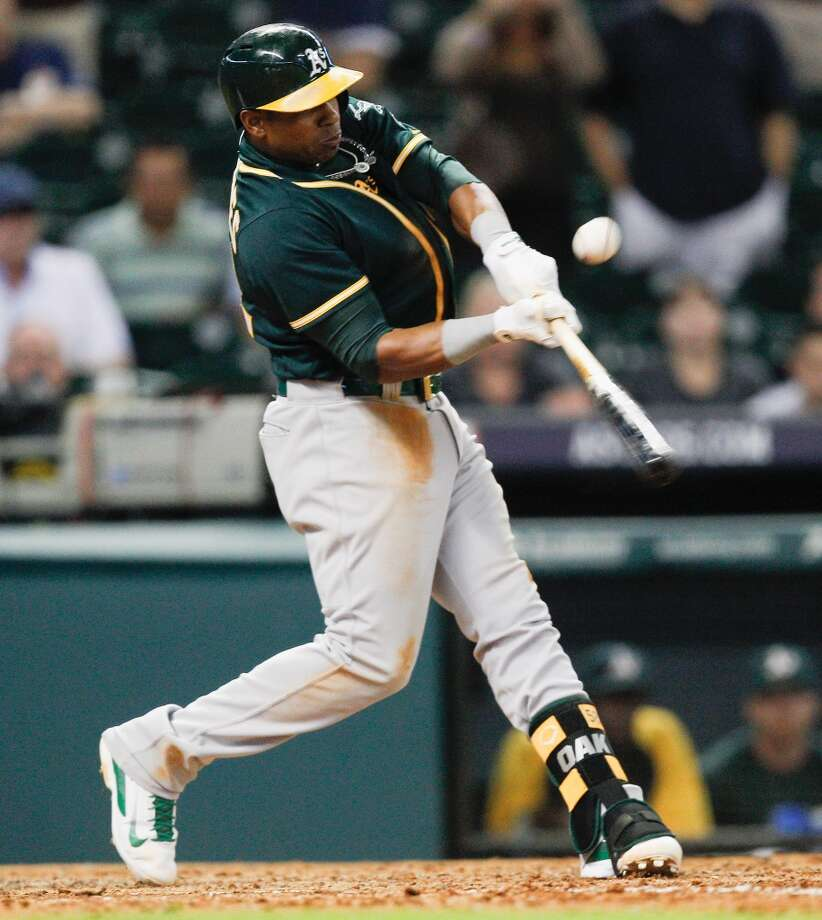 Yoenis Cespedes of the Oakland Athletics singles to right field in the ninth inning, scoring John Jaso at Minute Maid Park on July 29, 2014 in Houston, Texas. Photo: Bob Levey, Getty Images