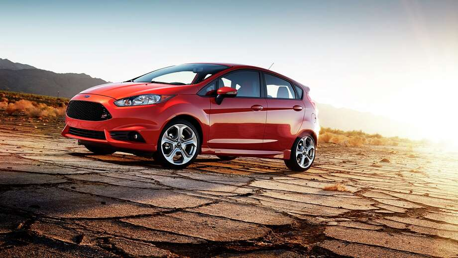 With the standard 1.6-liter four-cylinder or the available 1.0-liter EcoBoost engine, Fiesta offers fuel efficiency to complement its personalization features that let drivers create a small car to suit their individual style.