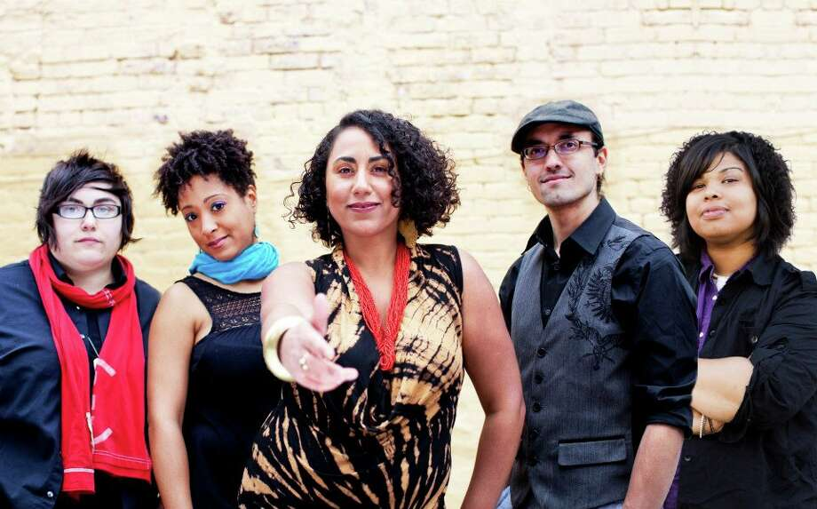 Taina Asili y la Banda Rebelde (tainaasili.com)