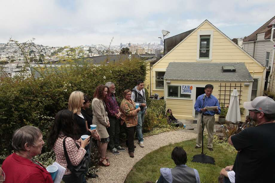 Peter Kwan talks to Airbnb hosts Thursday about proposed legislation to regulate the service. Photo: James Tensuan, The Chronicle