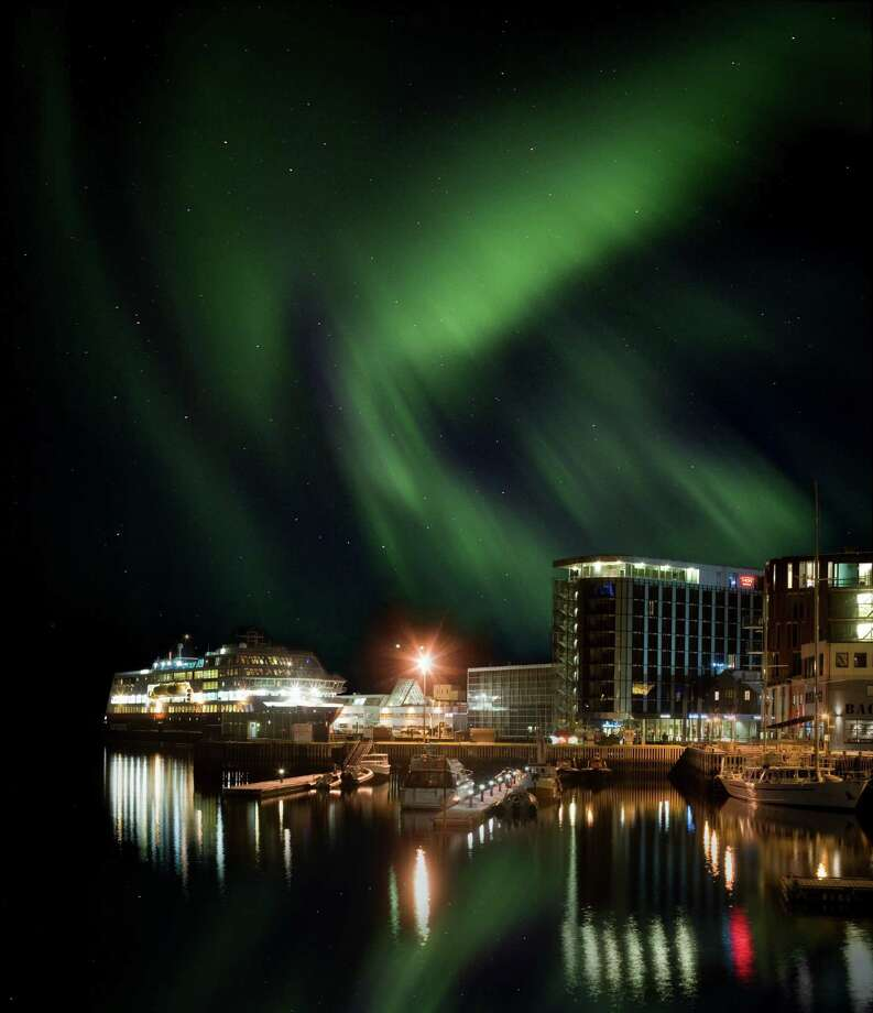 Hurtigruten's MS Midnatsol docked beneath Northen Lights in Norway Photo: Foto: Backpack Foto Soltun FHS / Hurtigruten
