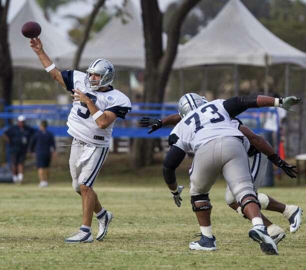 Dallas Cowboys quarterback Tony Romo (9) passes at NFL football training camp, Wednesday, July 30, 2