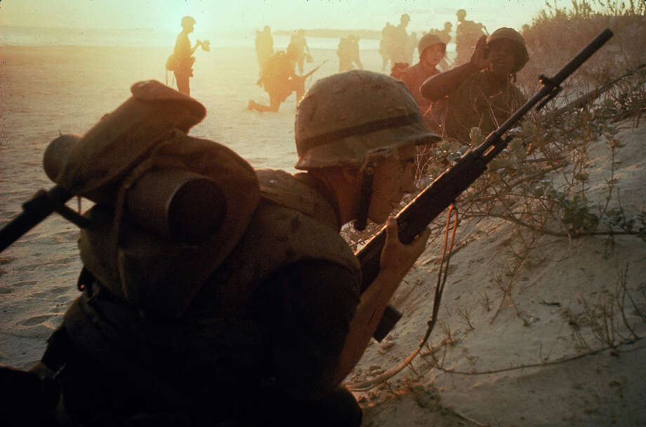 American soldiers of 7th Marines landing on the beaches of Cape Batangan during the Vietnam War, 1965. Photo: Paul Schutzer, The LIFE Picture Collection/Gett / Time & Life Pictures