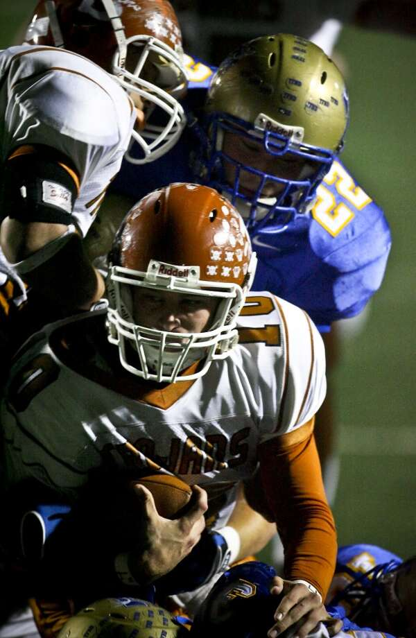 SPORTS - Beeville quarterback Eric Soza fights ahead deep in Tivy territory as the Antlers' Drew Cruthirds brings him down Friday, November 28, 2008 at Comalander Stadium. BAHRAM MARK SOBHANI/msobhani@express-news.net Photo: BAHRAM MARK SOBHANI, SAN ANTONIO EXPRESS NEWS