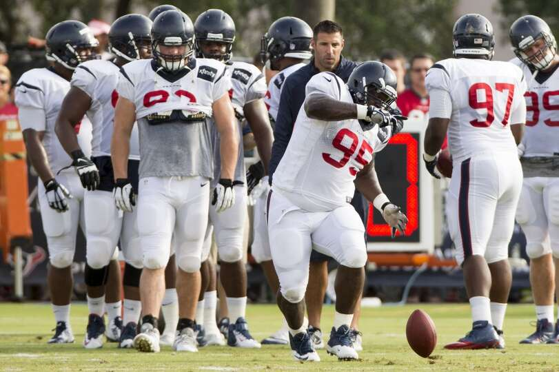 Texans nose tackle Jerrell Powe (95) goes after a loose ball during a fumble drill.