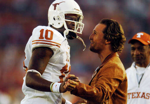 "Matthew McConaughey: Uvalde-born actor, who starred in ""A Time to Kill,"" ""We are Marshall"" and ""How to Lose a Guy in 10 Days,"" is a huge UT football fan, and is often photographed with players. Seen here encouraging quarterback Vince Young before the 2006 Rose Bowl. Photo: Billy Calzada, San Antonio Express-News / SAN ANTONIO EXPRESS-NEWS"