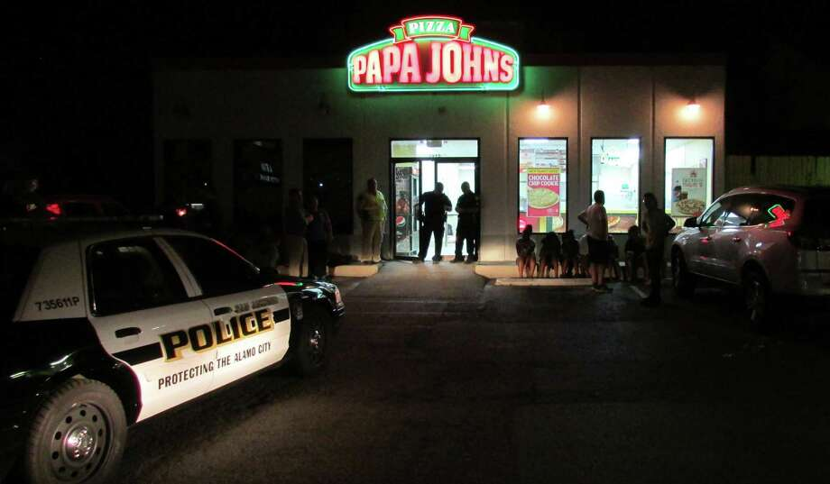 A manager at this pizzeria at 7496 Fredericksburg Road was shot in the leg Tuesday night. Photo: Mark D. Wilson / San Antonio Express-News