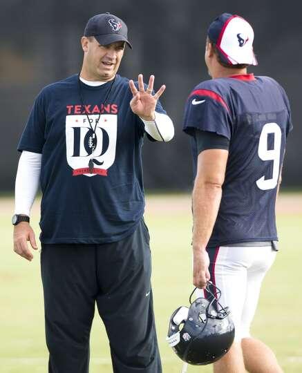 Texans head coach Bill O'Brien, left, talks to punter Shane Lechler (9).