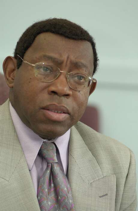 Earnest Gibson has worked as administrator at Riverside General Hospital since 1971.  The independent community hospital began as Houston Negro Hospital in the 1920's, is facing another financial crisis.  Photographed Monday Sept. 27, 2004. Chronicle/Ben DeSoto Photo: Ben DeSoto, STAFF PHOTOGRAPHER / Houston Chronicle