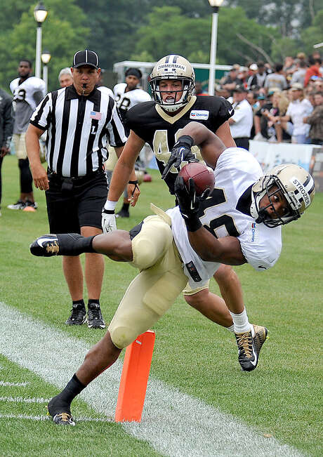 Saints rookie running back Derrick Strozier (bottom) scores a touchdown off a 10-yard sweep during a scrimmage Saturday in White Sulphur Springs, West Virginia. Photo: Chris Tilley / Associated Press / FR171192 AP