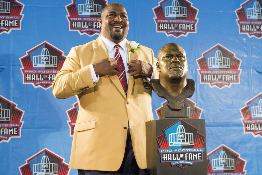 Former Seattle Seahawks tackle Walter Jones with his bust during the NFL Class of 2014 Pro Football Hall of Fame Enshrinement Ceremony at Fawcett Stadium on August 2, 2014 in Canton, Ohio. Photo: Jason Miller, Getty Images