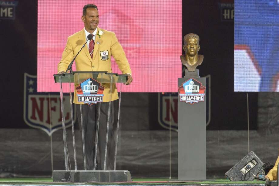 Former NFL wide receiver Andre Reed gives his speech during the NFL Class of 2014 Pro Football Hall of Fame Enshrinement Ceremony at Fawcett Stadium on August 2, 2014 in Canton, Ohio. Photo: Jason Miller, Getty Images