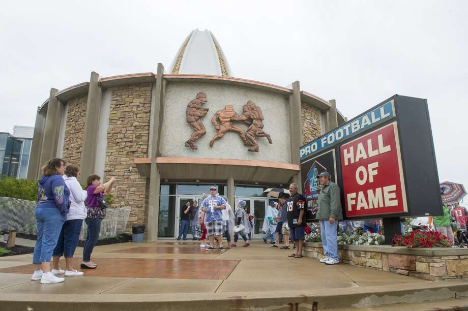 Fans take a photo outside the Hall of Fame prior to the NFL Class of 2014 Pro Football Hall of Fame Enshrinement Ceremony at Fawcett Stadium on August 2, 2014 in Canton, Ohio. Photo: Jason Miller, Getty Images