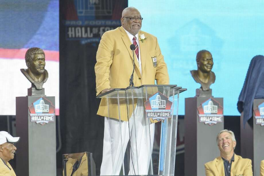 Former NFL defensive end Claude Humphrey gives his speech during the NFL Class of 2014 Pro Football Hall of Fame Enshrinement Ceremony at Fawcett Stadium on August 2, 2014 in Canton, Ohio. Photo: Jason Miller, Getty Images