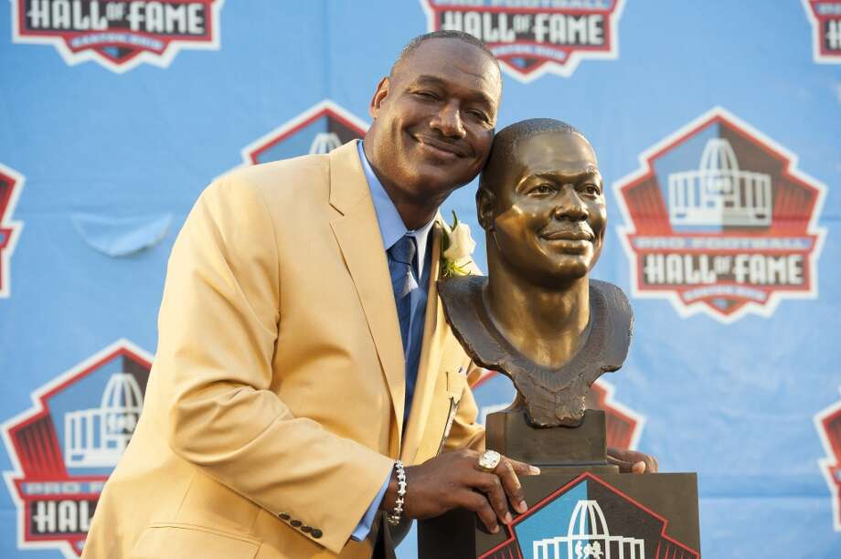 Former NFL linebacker Derrick Brooks with his bust during the NFL Class of 2014 Pro Football Hall of Fame Enshrinement Ceremony at Fawcett Stadium on August 2, 2014 in Canton, Ohio. Photo: Jason Miller, Getty Images