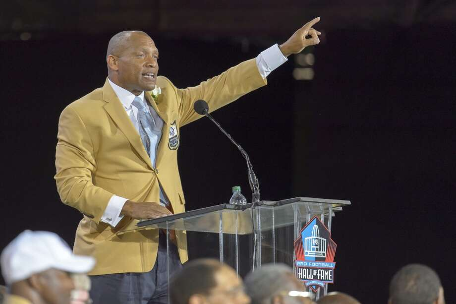 Former NFL cornerback/safety Aeneas Williams gives his speah during the NFL Class of 2014 Pro Football Hall of Fame Enshrinement Ceremony at Fawcett Stadium on August 2, 2014 in Canton, Ohio. Photo: Jason Miller, Getty Images