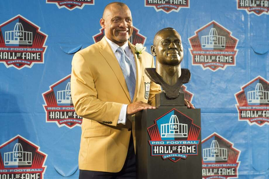Former NFL cornerback/safety Aeneas Williams with his bust during the NFL Class of 2014 Pro Football Hall of Fame Enshrinement Ceremony at Fawcett Stadium on August 2, 2014 in Canton, Ohio. Photo: Jason Miller, Getty Images