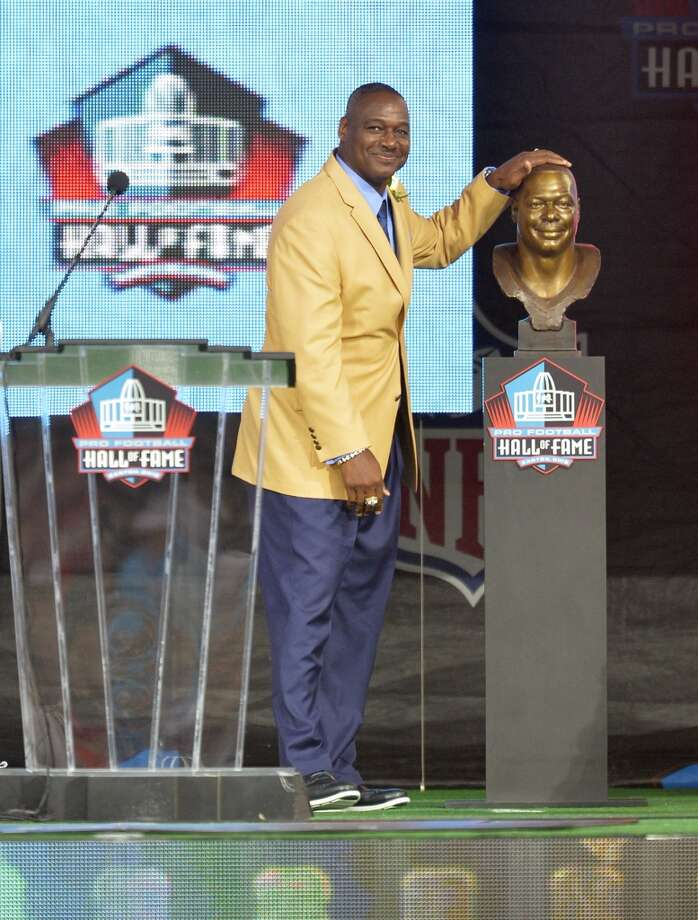 Hall of Fame inductee Derrick Brooks touches his bronze bust during the Pro Football Hall of Fame enshrinement ceremony Saturday, Aug 2, 2014, in Canton, Ohio. Photo: David Richard, Associated Press