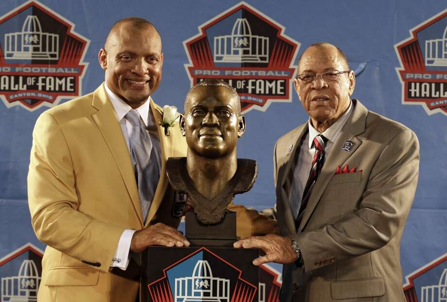 Hall of Fame inductee Aeneas Williams, left, poses with his presenter Lawrence Williams, his father, during the 2014 Pro Football Hall of Fame Enshrinement Ceremony at the Pro Football Hall of Fame Saturday, Aug. 2, 2014, in Canton, Ohio. Photo: Tony Dejak, Associated Press