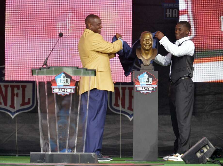 Hall of Fame Inductee Derrick Brooks, left, with the help of his son and presenter Decalon Brooks, uncover his bronze bust during the 2014 Pro Football Hall of Fame Enshrinement Ceremony at the Pro Football Hall of Fame Saturday, Aug 2, 2014 in Canton, Ohio. Photo: David Richard, Associated Press
