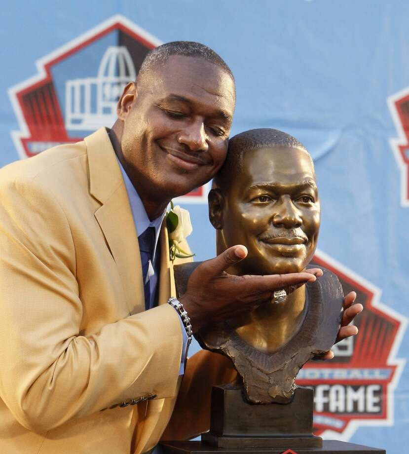 Tampa Bay Buccaneers linebacker Derrick Brooks hugs his bust after his speech during the Hall of Fame Enshrinement Ceremony in Canton, Ohio, on Saturday, Aug. 2, 2014. Photo: Dirk Shadd, McClatchy-Tribune News Service