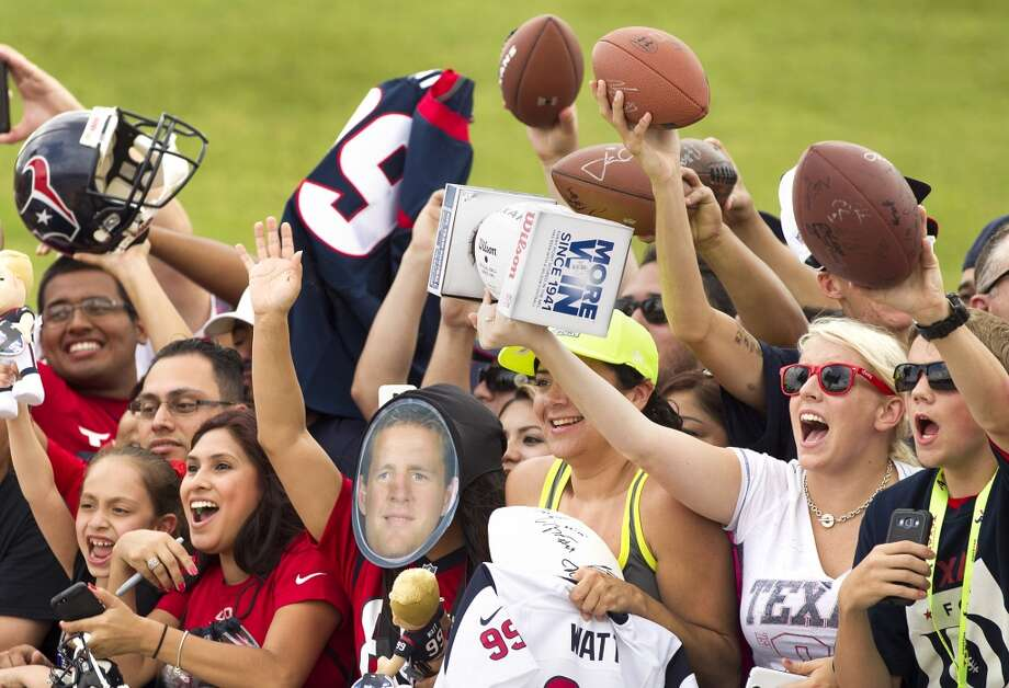 Texans fans cheer for autographs. Photo: Brett Coomer, Houston Chronicle