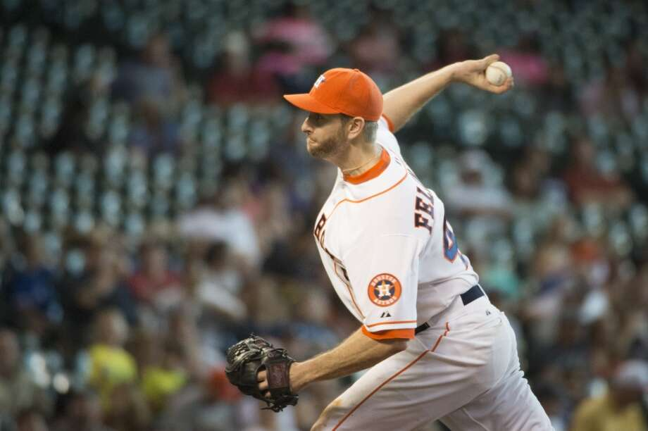 Astros starting pitcher Scott Feldman delivers a pitch during the ninth inning. Photo: Smiley N. Pool, Houston Chronicle