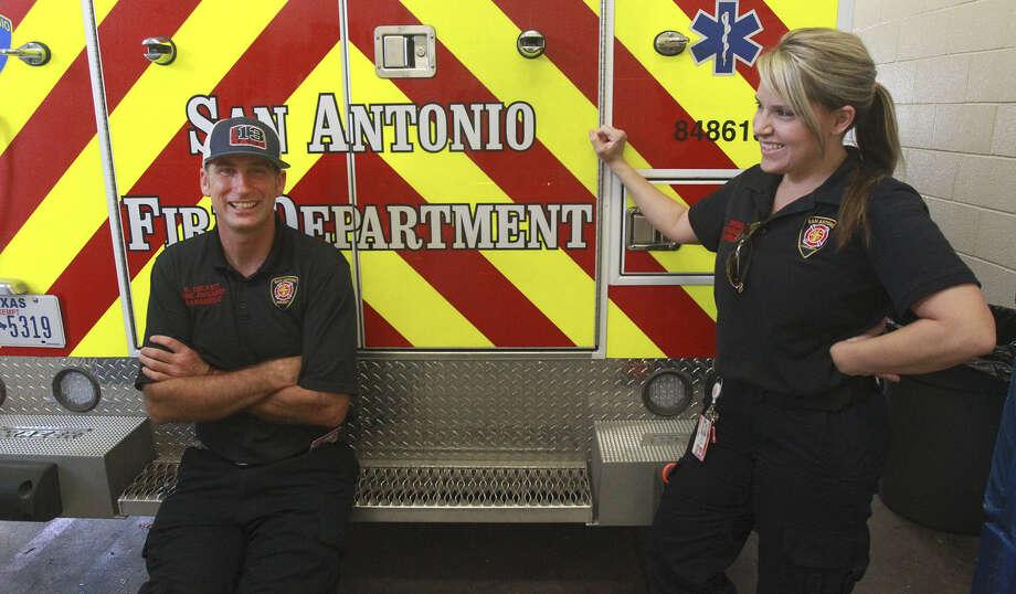 SAFD paramedic Robert Beckett (left), shown with partner Randa Brown, was recognized for his actions responding to the fatal shooting of SAPD officer Robert Deckard. Photo: John Davenport / San Antonio Express-News / ©