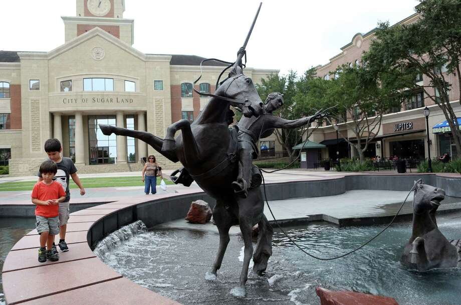 Sugar Land Town Square features restaurants, retail stores, wide sidewalks, narrow streets and a plaza all fashioned with a post-modern take on classical architecture. Photo: Mayra Beltran / Houston Chronicle / © 2014 Houston Chronicle